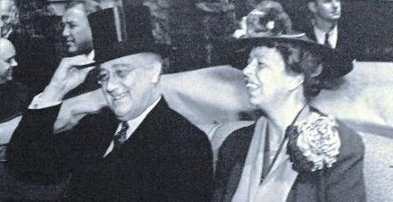 440px-Franklin_and_Eleanor_Roosevelt,_November_1935 (1)