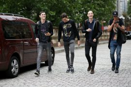 what-shoes-to-wear-with-skinny-jeans-men-street-style-skinny-jeans-shoes-270x180