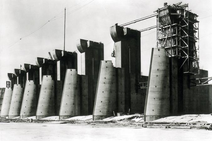 Fort_Peck_Dam_(Fort_Peck_Montana)_Spillway_01
