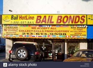 building-with-sign-bail-bonds-and-phone-number-los-angeles-california-B750RH